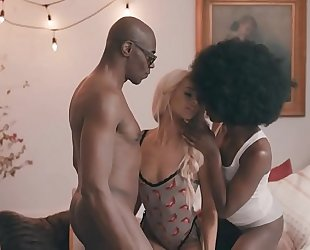 Threesome - tiny white woman vs dark pair - great movie scene - tasexy.com
