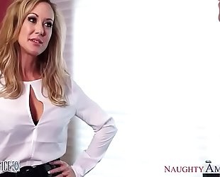 Sexy sweetheart brandi love enjoys getting smashed