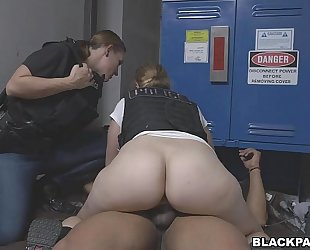 Black purse snatcher learns a lesson from female cops (xb15752)