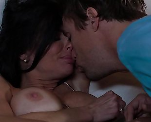 Veronica avluv is an absolute bombshell milf who likes to fuck