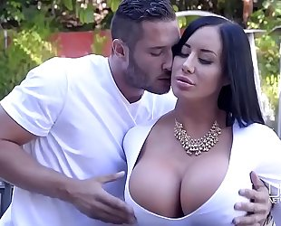 Porn outdoor with pretty curvy black cock slut and her youthful neighbour