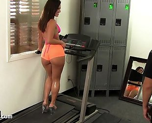 Big arse gym honey takes a large dong!